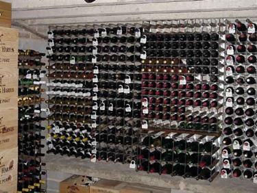 Scaffali di bottiglie