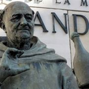 La statua dedicata a Dom Perignon