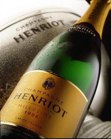 http://static.vinook.it/vendita-vino/vendita-champagne/champagne-henriot-prezzi_O1.jpg