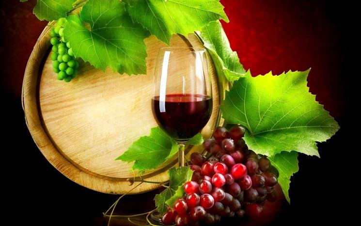 un bicchiere di vino contiene mediamente 100 kcal