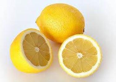 Il limone è uno degli sgrassanti naturali più efficaci